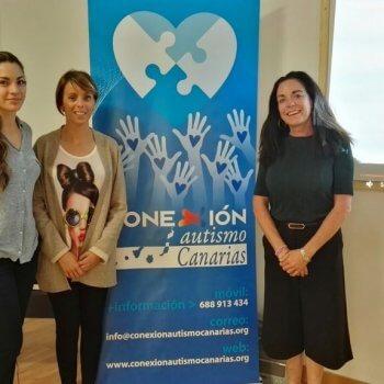 Naira con María y Miss Noon en la charla del British School Tenerife